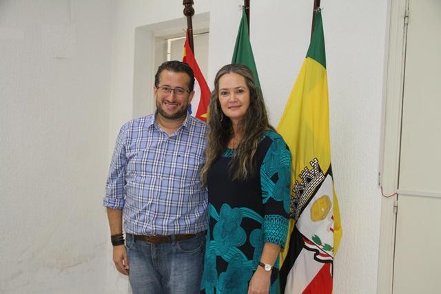 3933e47da62b8 Prefeito Cristiano Salmeirão recebe visita da chefe do Executivo de  Lourdes